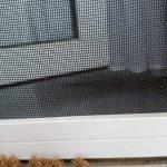 sieťka proti hmyzu na dvere detail - nicol